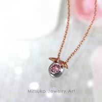 卵と天使の羽をデザインしたピンクダイヤモンドネックレス